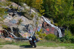 Painted rocks: graffeti innocence.